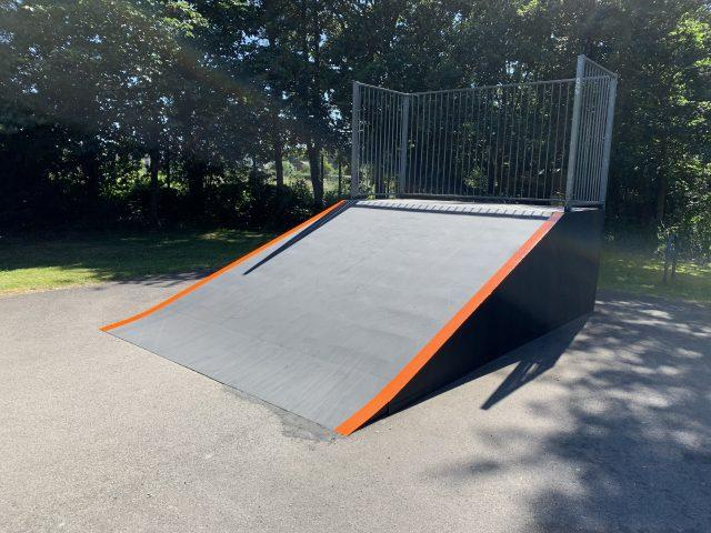 https://burghfieldparishcouncil.gov.uk/wp-content/uploads/2019/07/Skate-Park1-640x480.jpg