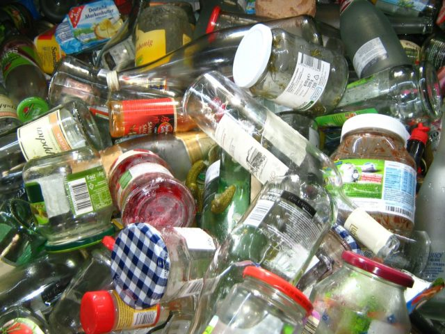 https://burghfieldparishcouncil.gov.uk/wp-content/uploads/2020/06/Willink-bottle-bank-640x480.jpg